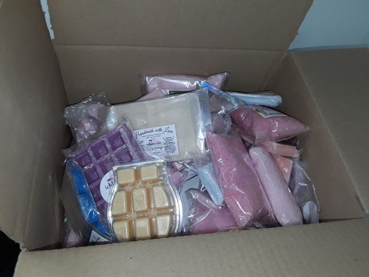 SMALL BOX OF ASSORTED WAX MELTS