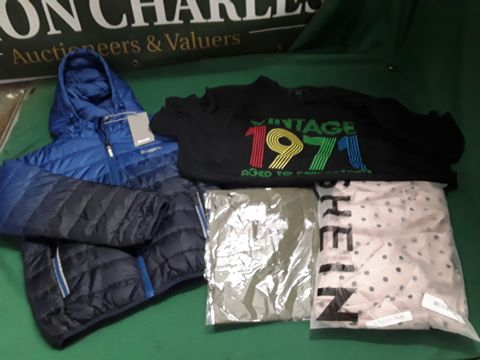 4 ASSORTED ITEMS OF CLOTHING TO INCLUDE: KIDS BENCH COAT, VINTAGE 1971 TSHIRT