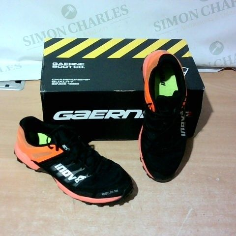 BOXED PAIR OF INNOV MUDCLAW 300 TRAINERS SIZE 6