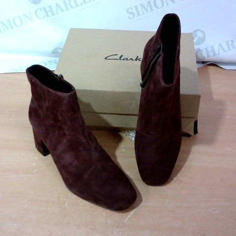 BOXED PAIR OF CLARKS - SIZE 6D