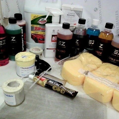 TRAY OF DETAILING PRODUCTS, AUTO GLYM, EZ CAR CARE, TURTLE, AUTO SOL, SPONGES, SPRAY HEADS.