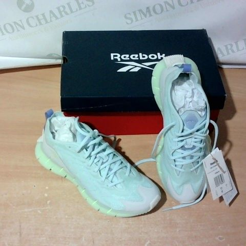 BOXED PAIR OF REEBOK TRAINERS SIZE 5.5