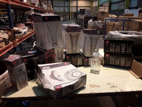 BOX OF 13 ASSORTED GLASSWARE ITEMS